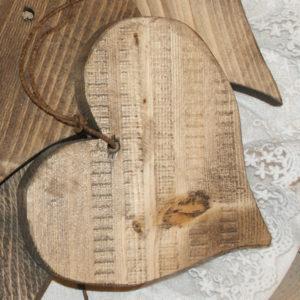 Små hjerter i tre fra Viken Ide Hafjell