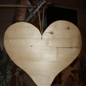 Stort hjerte i norsk tre fra Viken Ide Hafjell